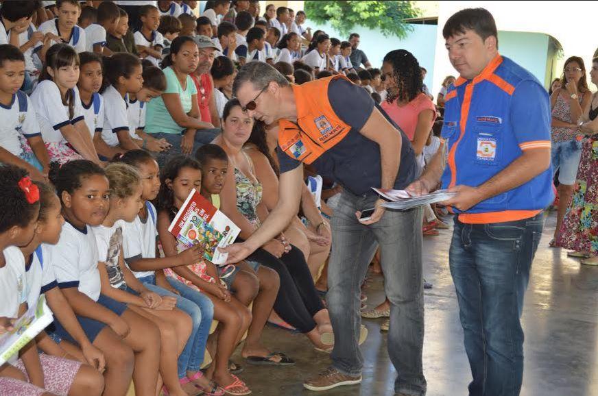 No total, 85 Defesas Civis municipais (92,4%) mobilizaram, em 206 escolas públicas e particulares, 78.914 membros da comunidade escolar. O DGDEC coordenou a operação que teve como tema o combate ao mosquito Aedes aegypti
