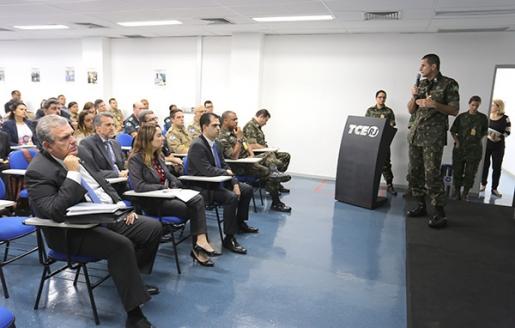 Oficiais da Defesa Civil Estadual e do Corpo de BombeirosRJparticipam de capacitação no Tribunal de Contas do Estado